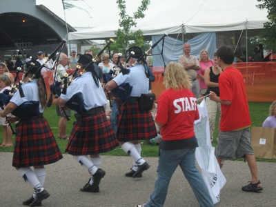 What's a garlic festival without, um, bagpipes!?!