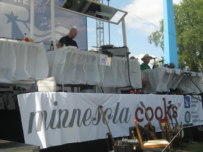 JD works his magic at Minnesota Cooks